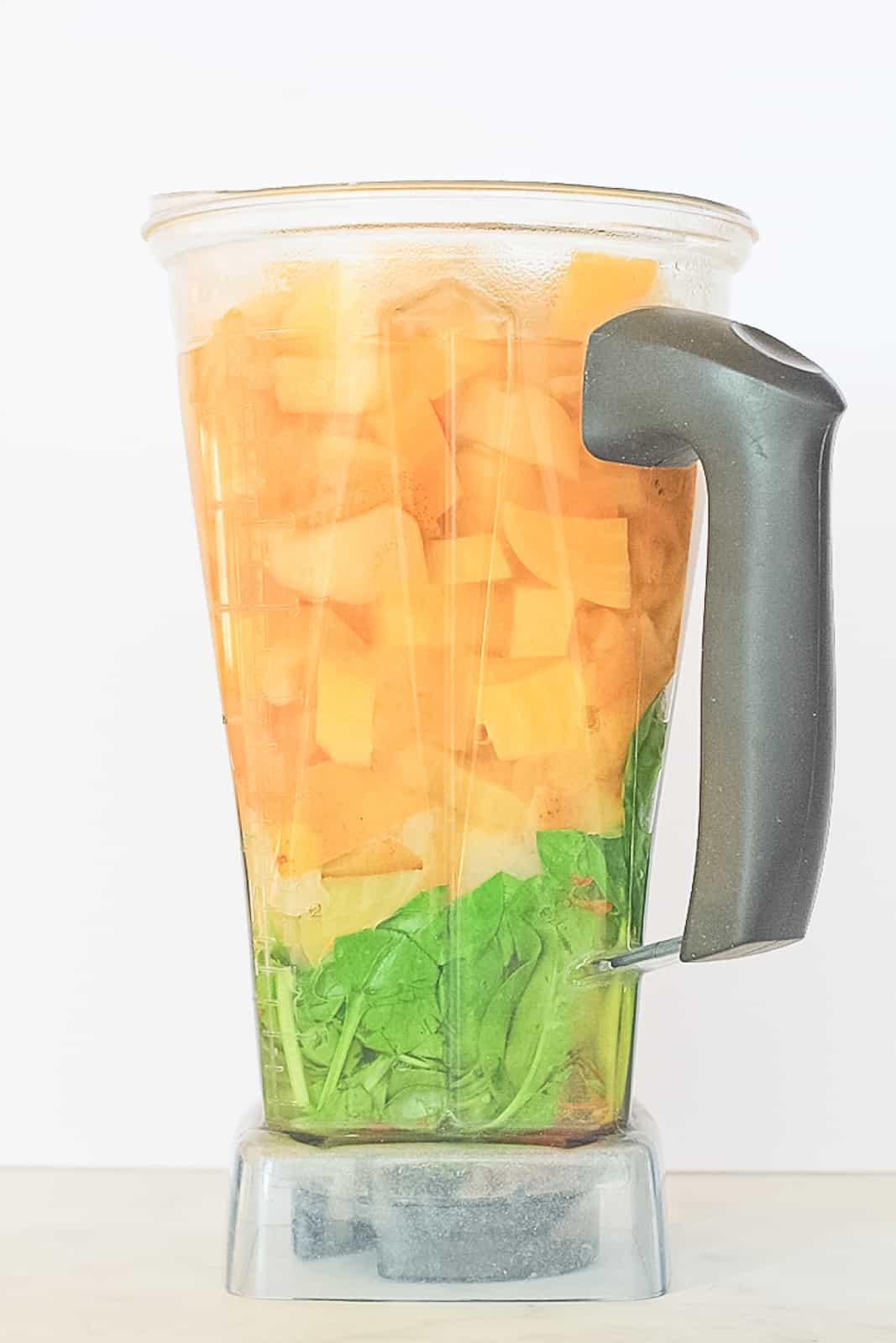 Vegetable applesauce in the blender.