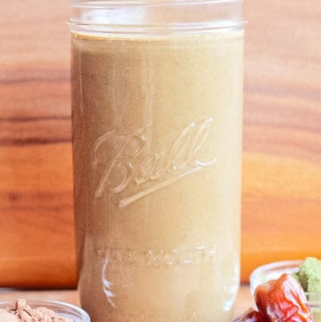 Healthy Chocolate Smoothie with banana, dates, cocoa, superfood powder, nut milk and spinach!